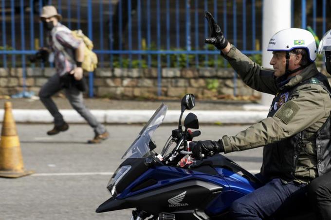Multan al presidente Bolsonaro en Sao Paulo por no usar mascarilla